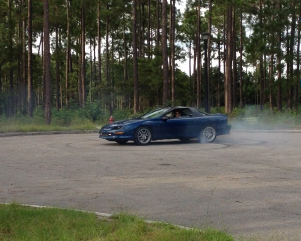LT1 Chevy Camaro Z28 Burnout and doughnuts